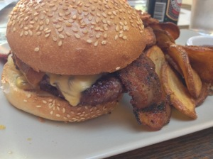 Flores Burger with cheddar, bacon and grilled onions